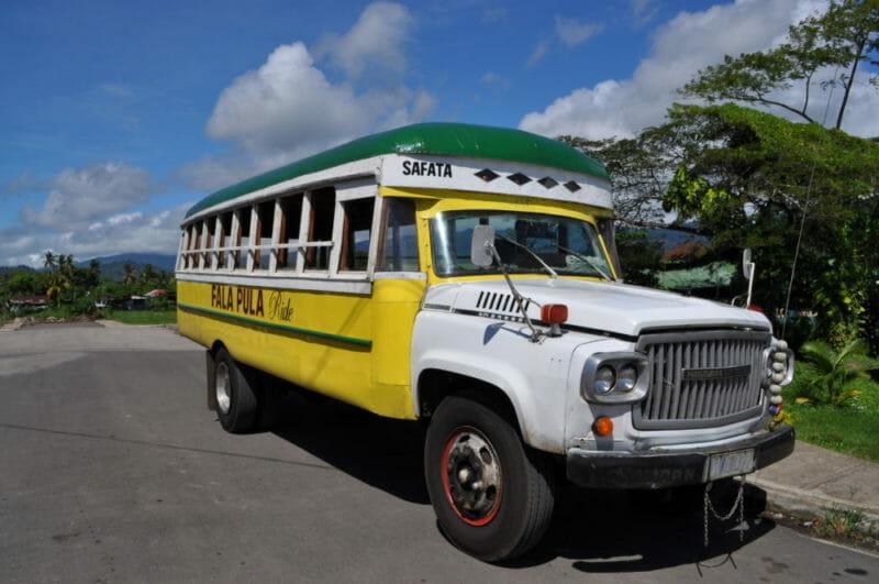サモアのバス